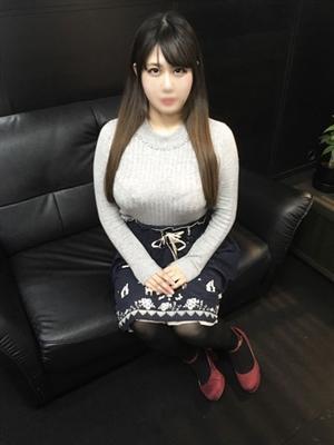 ゆら【幼顔の巨乳美少女】